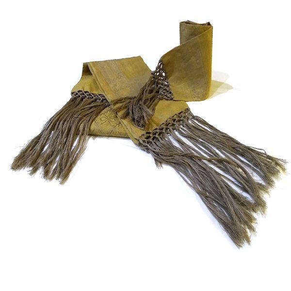 Asciugamani in lino colore oro con frangia annodata in lino